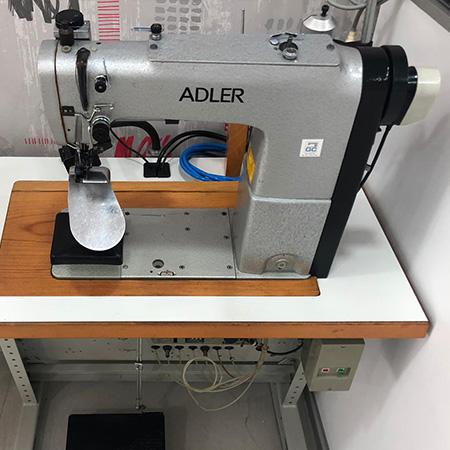 Macchina per cucire e ricamare industriale usata Durkopp Adler 568