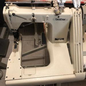 Macchina per cucire e ricamare industriale Macchina braccio rovescio 3 aghi